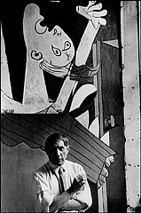David Seymour: Picasso with Guernica, 1937