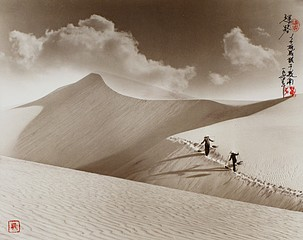Don Hong-Oai: Hurrying Down Path, Vietnam, 1974