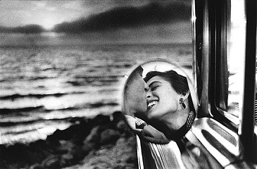 Elliott Erwitt: California kiss, 1955