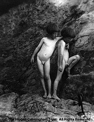 Imogen Cunningham: Twins on Rocks, 1922