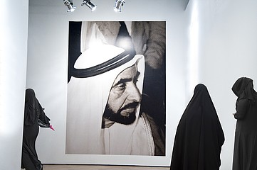 Jeffris Elliott: Muslim Women in Museum With Sheik Photograph, 2008