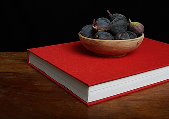 Justine Reyes: Still Life with Book and Figs