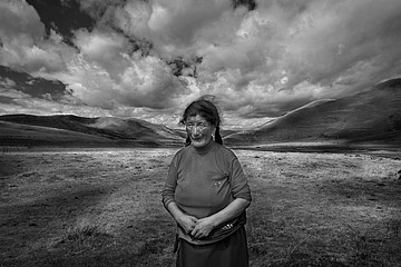 Larry Louie: Woman on the Grassland