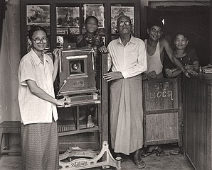 Elvira Piedra: The Tun Family, Naung Oo, Burma, 2002