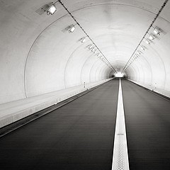 Michael Levin: Beppu Tunnel, 2006