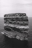 Jan Kempenaers: <i>Dun Briste, Downpatrick Head</i>